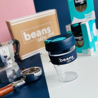 👀 BEANS COFFEE CLUB KEEP CUPS 😍 . Beans Coffee Club have teamed up with Keep Cup to bring you this limited edition reusable coffee cup. The stylish way to enjoy your coffee while out and about. Say no to disposable cups and enjoy your freshly roasted coffee on the move. . KeepCup Original is the original reusable coffee cup that started the reuse revolution, made from lightweight and durable plastic. Designed for drinking pleasure on the go since 2009, it's easy to carry and fits comfortably in your hand and cup holders. As a drafted vessel for easy pour with a press fit sipper lid, it's lovely to drink from – lid on or off. . Available now on the site for just £11.99